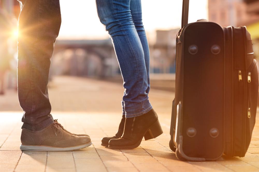 Twoja druga połówka wyjeżdża na studia lub dostała ofertę pracy w innym kraju? Związek na odległość nigdy nie jest prosty, ale może się udać – zobacz sprawdzone wskazówki, które pozwolą Wam łatwiej przetrwać okres rozłąki! - kobbieciarnia